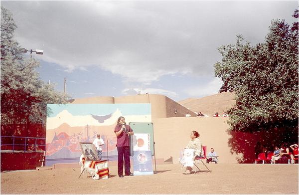 Une aspirante au titre de Miss Navajo explique les dangers du diabète: sa grand-mère est aveugle à cause de cette maladie, juillet 2006.