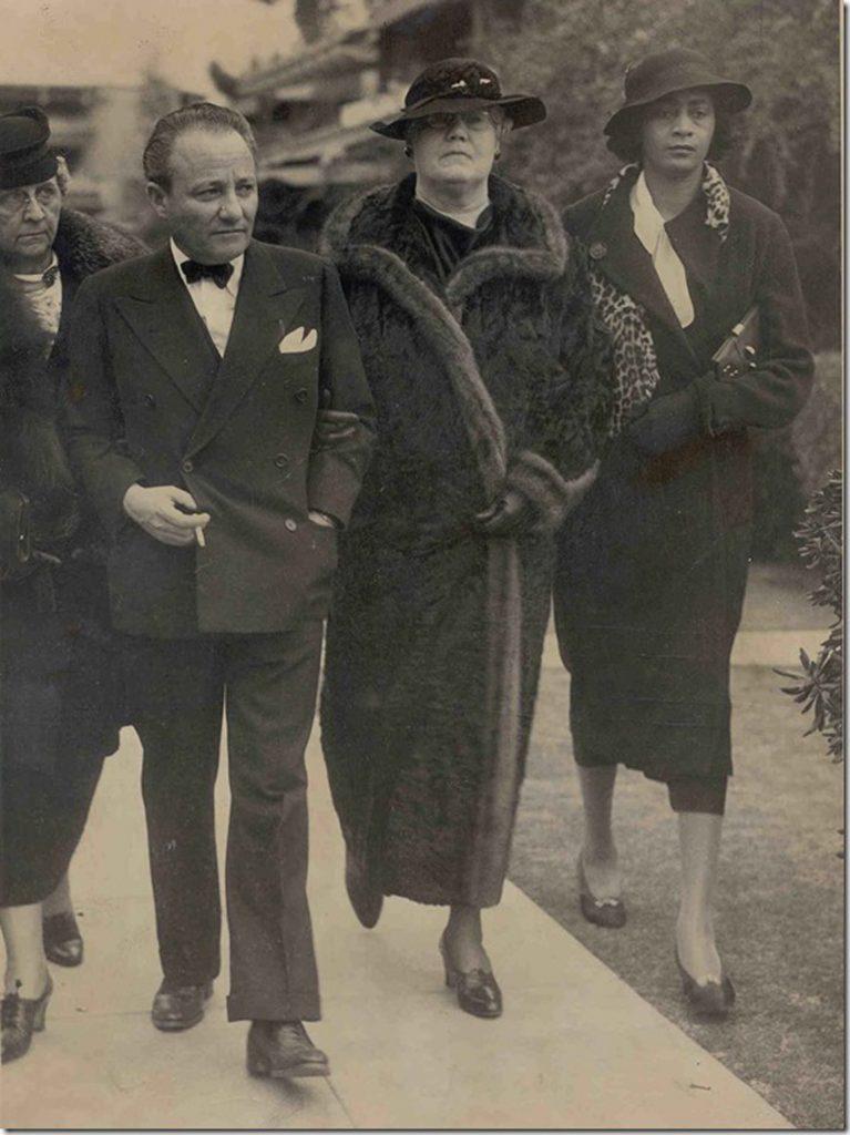 Roland West, amant et associé en affaires, marié à l'actrice has-been du muet Jewel Carmen